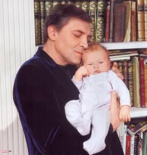 Невзоров с ребенком