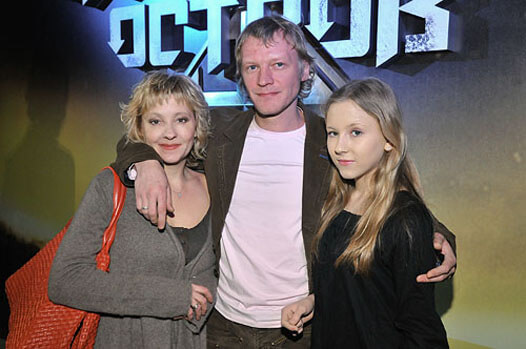 Серебряков с женой и дочкой