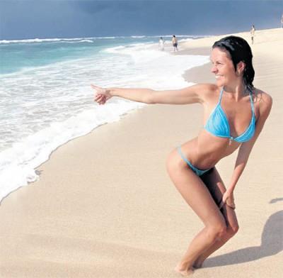 чернобровина на пляже