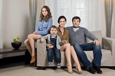 Анна, ее супруг Олег Капустин, дочь Злата от первого мужа и сын Добрыня