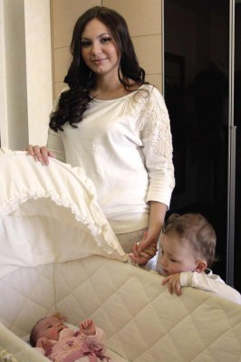 Инна Жиркова с ребенком
