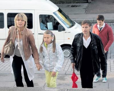 Юлия Меньшова с детьми и бывшим мужем