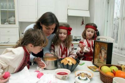 Марина с дочками и младшим сыном
