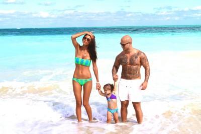 Джиган с женой Оксаной и дочкой