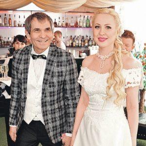 Жена Бари Алибасова