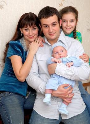 Нонна Гришаева с мужем и детьми