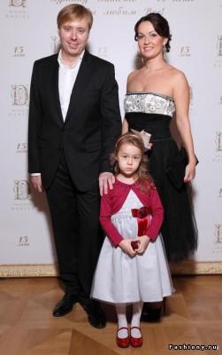 Александр Масляков с женой и дочкой