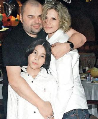 Максим Фадеев с супругой и сыном