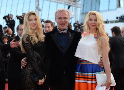 Фетисов с женой и дочуой