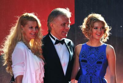 Хоккеист Аячеслав Фетисов, его жена Лада и дочь Настя