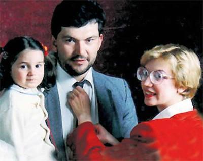 Геннадий с женой и дочкой