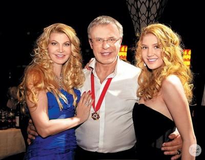 Вячеслав Фетисов с женой и дочкой