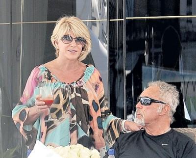 Том Джонс с Мелиндой женат почти 60 лет