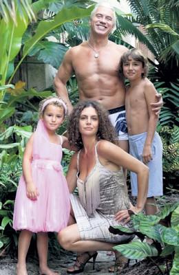Дмитрий с женой Флоренс и детьми