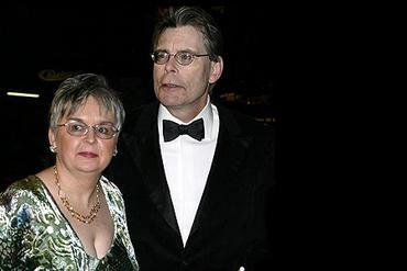 Писатель Стивен Кинг с супругой