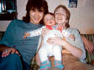 Виктор с женой и ребенком