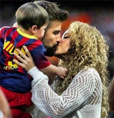 Шакира с мужем и сыном