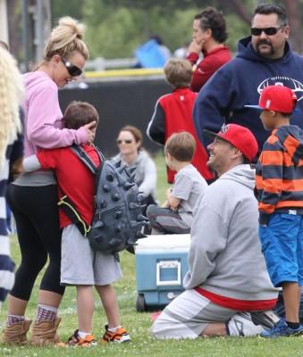 Бритни Спирс с детьми и бывшим мужем