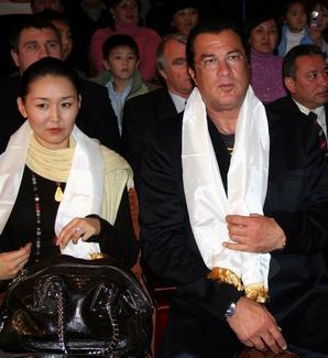Стивен Сигал с женой Эрдэнэтуе Бацук