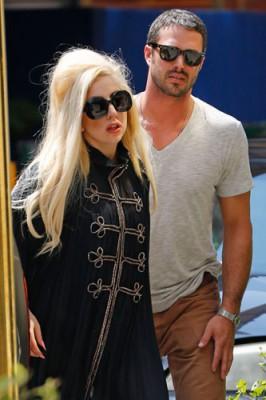 Леди Гага и Тейлор Кинни встречаются уже 3 года