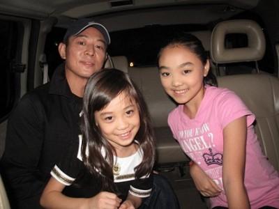 Актер  с дочками