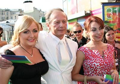 Елена Бомбина и Михаил с дочкой