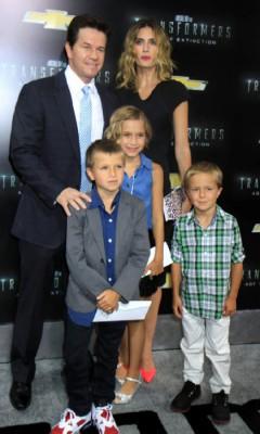 Марк с женой и детьми
