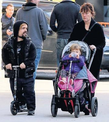 Питер с сыном и женой