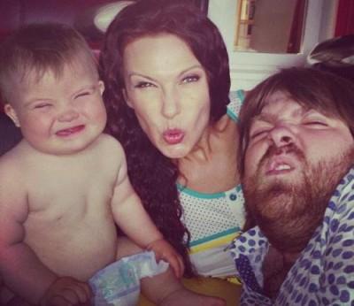 Эвелина с любимым сыном и мужем