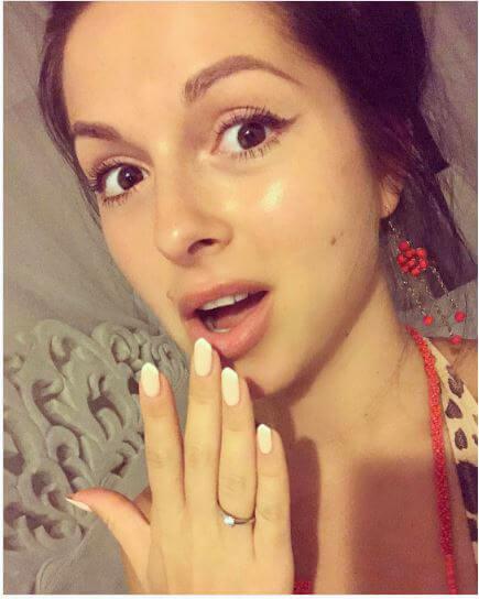 Девушка поделилась фото с кольцом в инстаграмефс