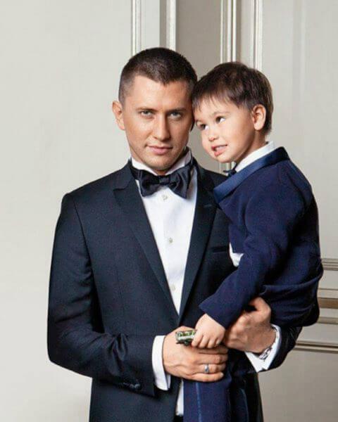 Павел Прилучный с сыном