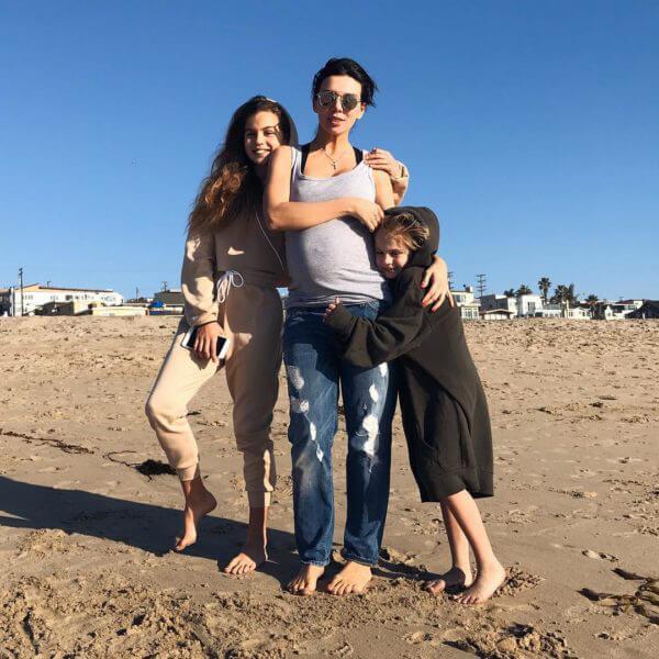 Анна с детьми