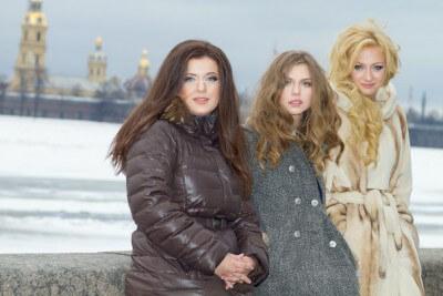 Полина и ее подруги по сериалу