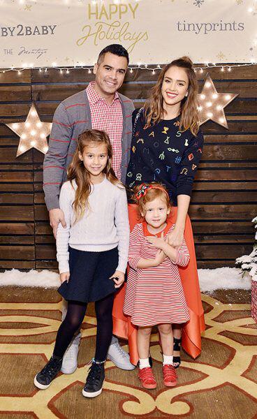 Джессика Альба и Кэш Уоррен с дочерьми Онор и Хэвэн