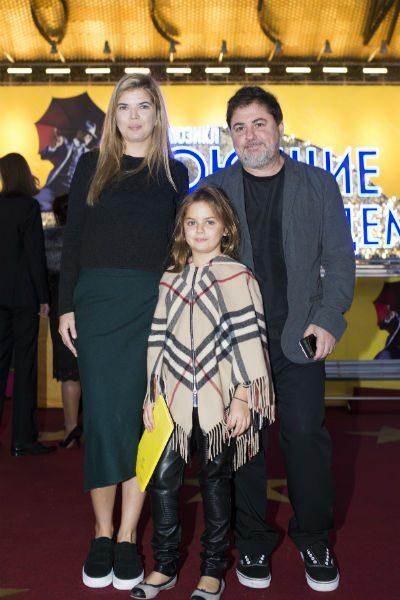 Александр и Виктория с дочкой