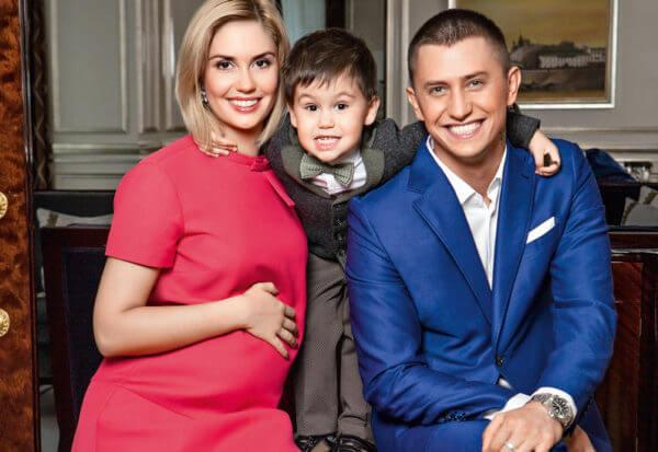 Павел Прилучный и Агата Муцениеце с сыном