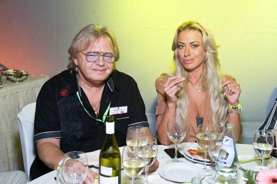 Юрий Антонов в копании прекрасной девушки