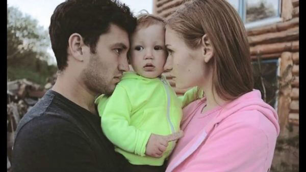 Певица Луна с мужем и ребенком