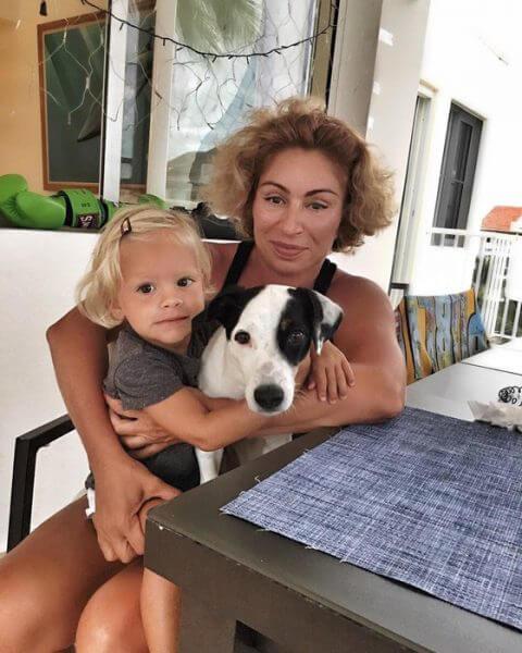 Симона с внучкой
