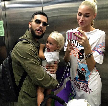 Тимати и Алена с дочкой